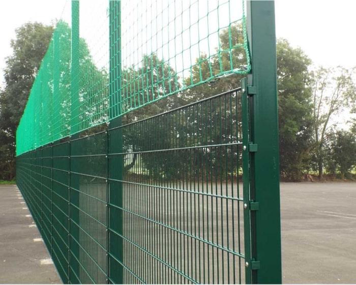 Ballfangzaun mit Doppelstab - Gittermatte RAL 6005 moosgrün