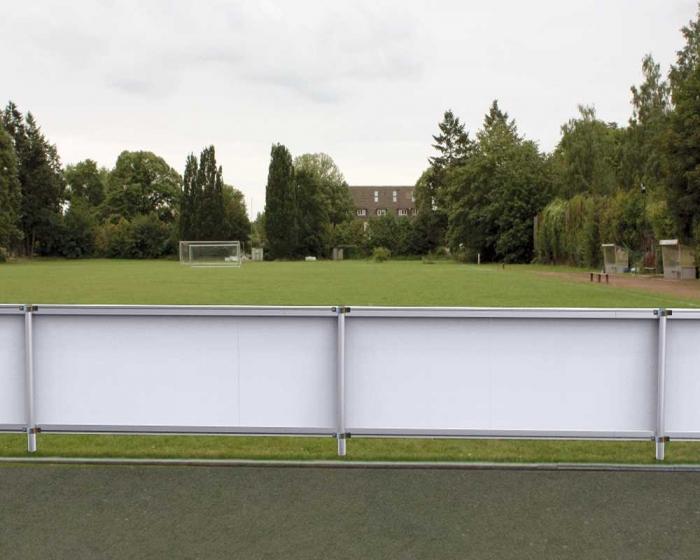 Sportplatz Barrieren System mit oder ohne  Bandenwerbung