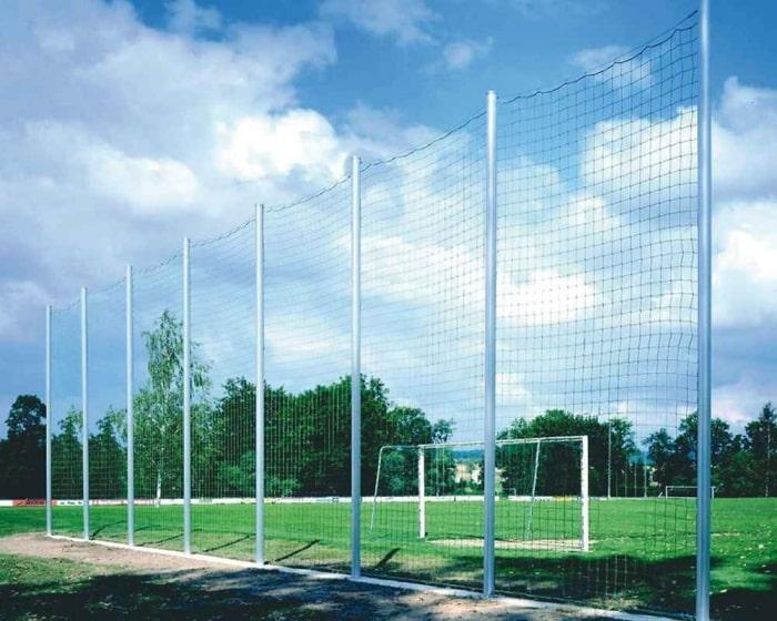 Ballfangzaun Komplettanlage  Pfosten 120 x 100 mm mit Spannseil